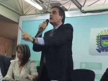 Ministro bate boca com produtora, pede paz e promete investigar ameaças