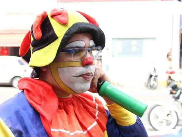 Putuco lembra do dia em que saiu sem maquiagem, mas com o espírito do palhaço. (Foto: Marcos Ermínio)