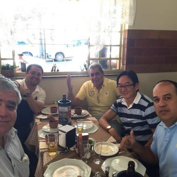 Ex-governador, André Puccinelli se reuniu com amigos, no sábado. (Foto: Divulgação)