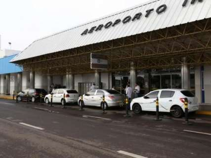 Vereadores derrubam veto e taxistas podem voltar para o Aeroporto