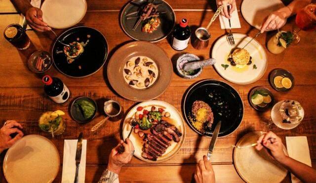 A ideia no restaurante é compartilhar e não dividir, para que cada pessoa possa provar diversos sabores. (Foto: Agência Tecla)