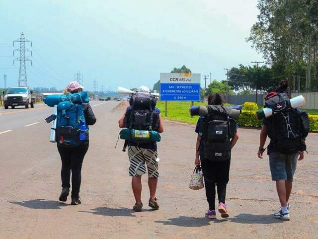 Grupo pretende chegar no país vizinho daqui três semanas (Foto: Marcos Ermínio)
