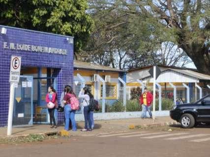 Ainda em greve, professores retardam aulas e alunos vão para escola às 8h30