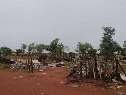 Com horas contadas para sair, solteiros adiam o fim da favela
