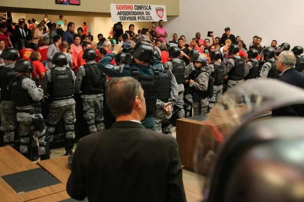 Batalhão de Choque durante ação no plenário da Assembleia Legislativa (Foto: Arquivo)