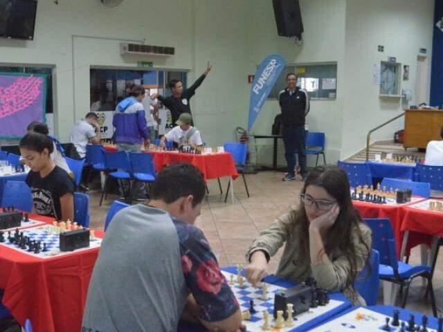 Participantes disputando em uma das modalidades em competição anterior (Foto: Divulgação/Funesp)