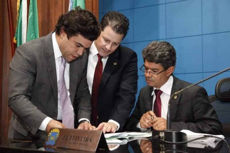 Beto Pereira, Renato Câmara e Rinaldo Modesto, durante sessão na Assembleia (Foto: Assessoria/ALMS)