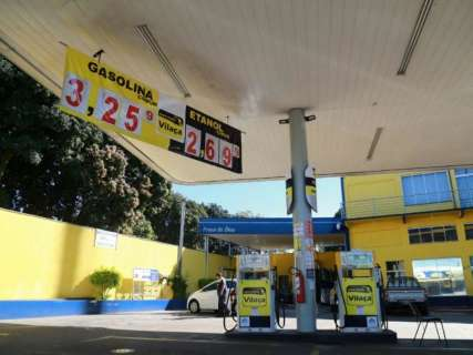 Gasolina fica mais barata e litro pode ser encontrado a R$ 3,25 na Capital