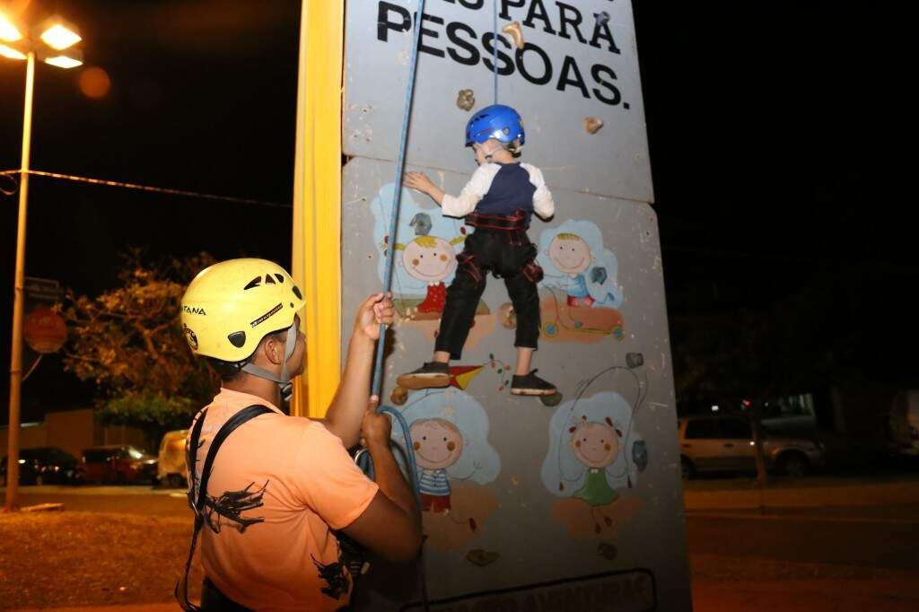 Aventura com escalada para os pequenos. (Foto: Paulo Francis)