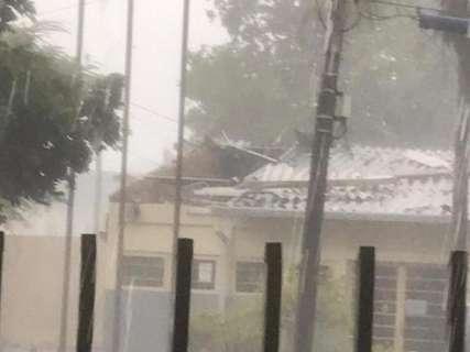 Chuva e ventos de 131 km/h causam destruição em Ribas do Rio Pardo
