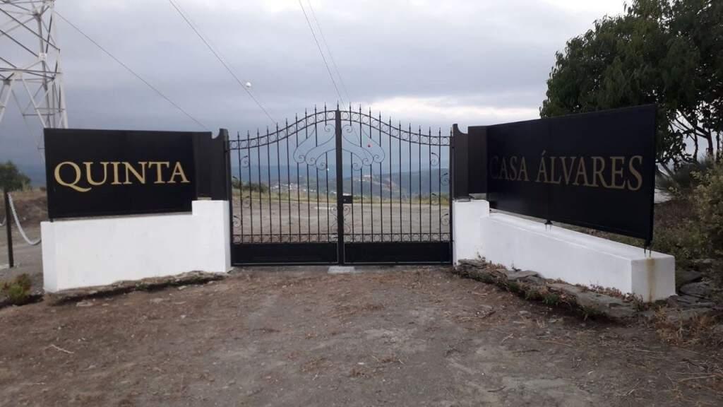 """Portão de entrada da """"quinta dos sonhos"""" de Paulo. (Foto: Arquivo Pessoal)"""