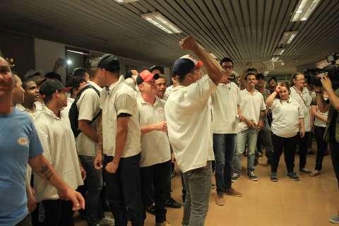 Protesto de trabalhadores da JBS interrompe abates em Campo Grande