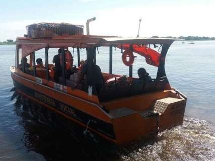 De barco, equipe inicia viagem para acompanhar cheia e situação de ribeirinhos