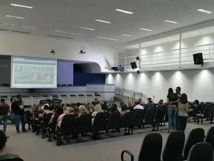 Vereadores, prefeitura e professores discutem na Câmara eleição a diretor