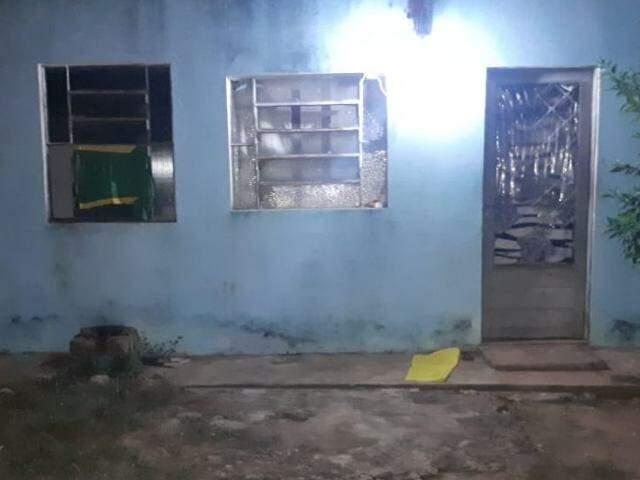 Casa onde a vítima foi mantida em cárcere. (Foto: Divulgação/Batalhão de Choque)