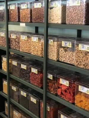 Loja tem centenas de de compartimentos para venda a granel.(Foto:Divulgação)