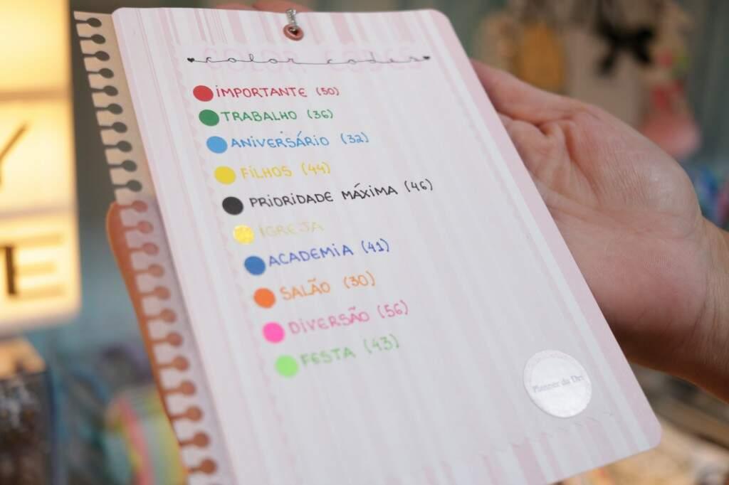Código de cores usado por Adriana para identificar os compromissos do dia (Foto: Kimberly Teodoro)