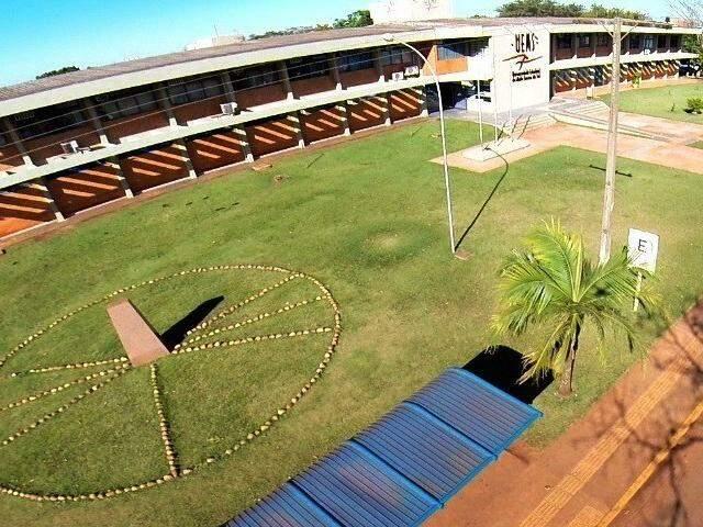 Bloco do campus da Uems em Dourados. (Foto: Dourados News)