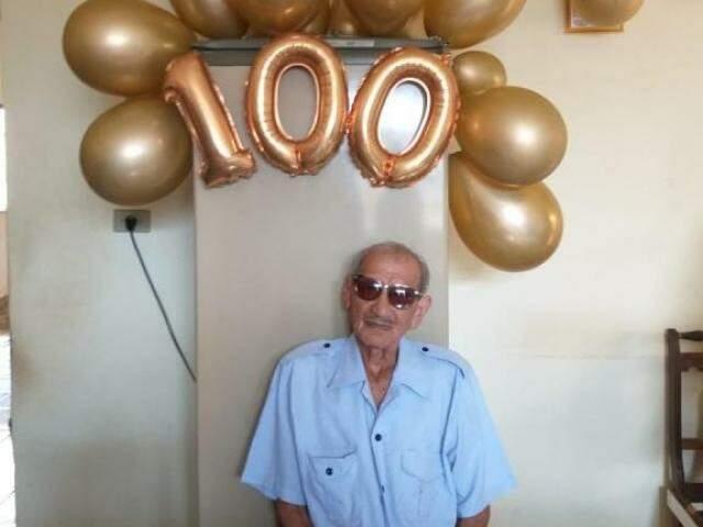 """Aos 100 anos José afirma que de velho só guarda os """"anos de vida"""" (Foto: Arquivo Pessoal)"""