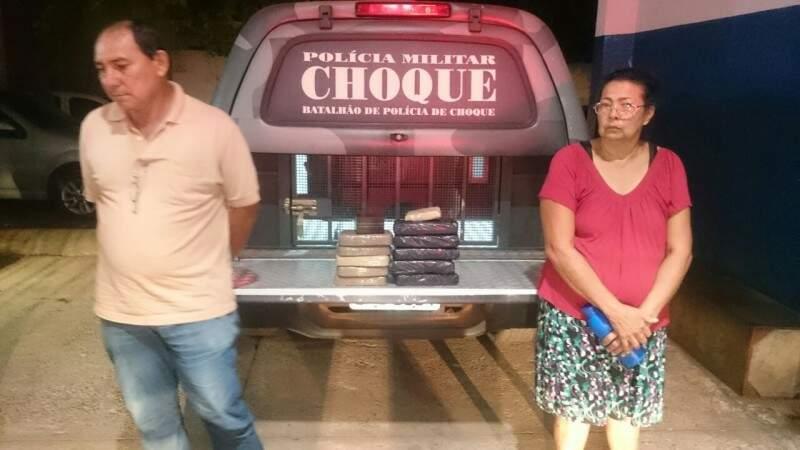 Ex-policial e idosa são presos com mais de 10 quilos de cocaína (Foto: Divulgação/Choque)