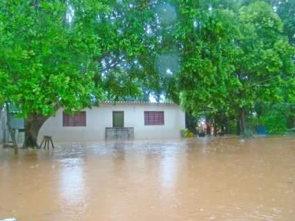 Chuva isola pelo menos dois assentamentos em Corumbá