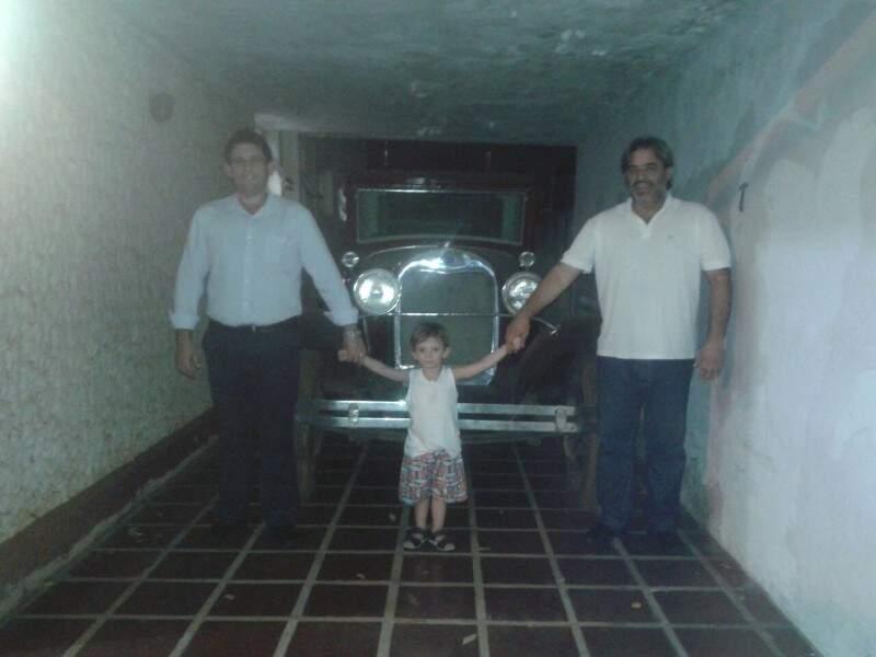 Joaquim e Valderlei com o sobrinho também apaixonado pela Ximbica. (Fotos: Arquivo Pessoal)