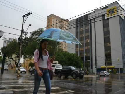 Chuva traz alívio após 38 dias de tempo seco em Campo Grande