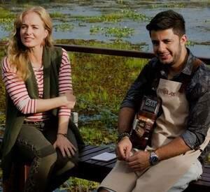 Angélica e o cantor Cristiano Araújo cantam em pleno Pantanal sul-mato-grossense