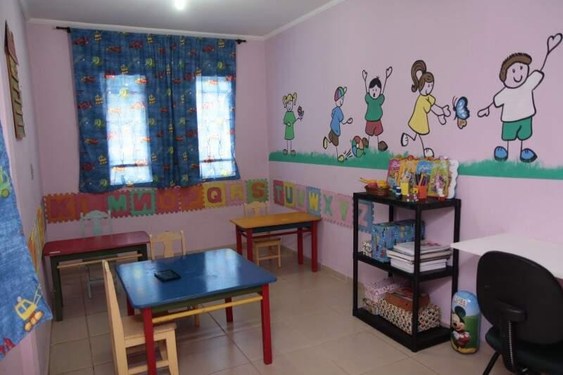 O espaço também funciona como escola regular.