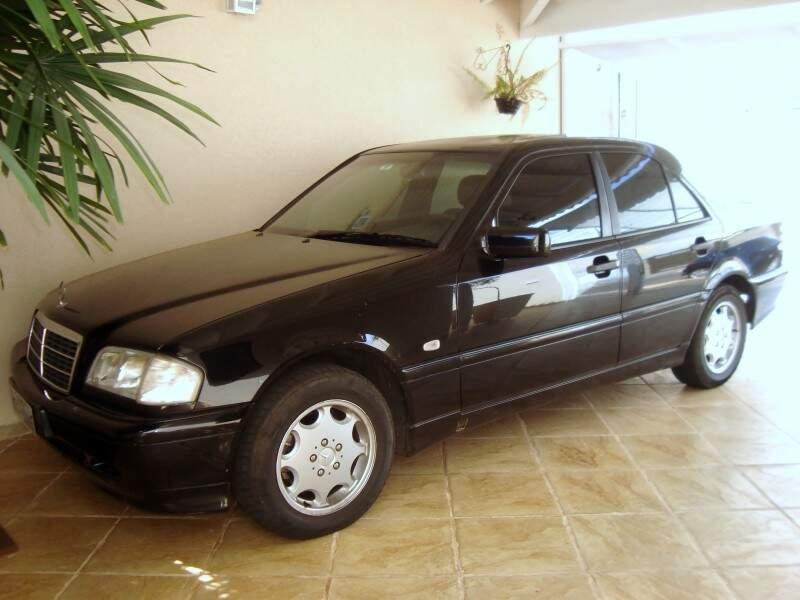 Mercedes-Benz C180 1999 vai ficar também guardada para raridade.  Foto: Márcio Martins