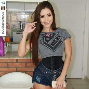 Bianca Anchieta relata em seu Instagram que usa a cinta todos os dias, durante quatro horas (Foto: Divulgação / Instagram Bianca Anchieta)