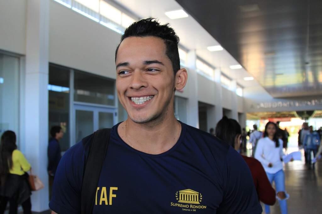 Jorranys veio de Rondonópolis com mais 30 pessoas e esta otimista, já usando camiseta do TAF. (Foto: Marina Pacheco)