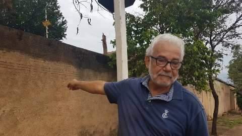"""Chuva transforma ruas do Jardim Palmira em """"campo minado"""""""