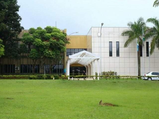 Sede do MPMS, no Parque dos Poderes, no dia que órgão fiscal da lei era 'vigiado' por uma coruja (Foto: André Bittar/Arquivo)
