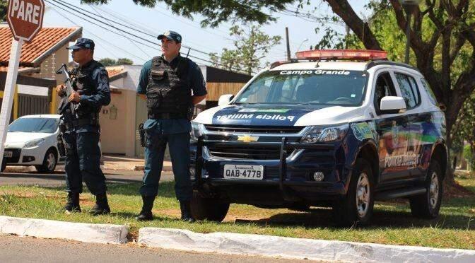 Policiais militares durante ação em Campo Grande. Foram mais de 1,6 mil quilos de drogas apreendidas. (Foto: Divulgação/PMMS)