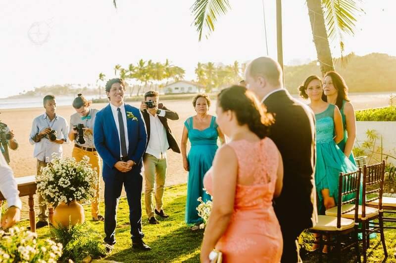 Quando ela se aproxima do altar, as câmeras ficam em posição. (Foto: Ricardo Raposo e Layane Karru)