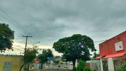 Natal será de dia nublado com chuvas e trovoados isoladas em todo o Estado