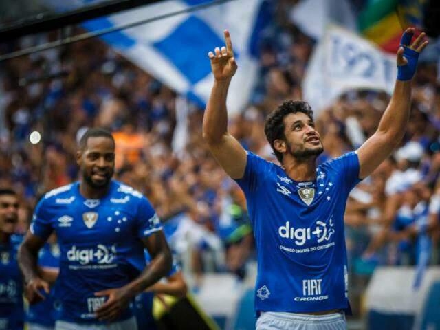 Zagueiro Léo celebra gol sobre o rival no Mineirão (Foto: Cruzeiro/Divulgação)