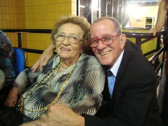 Glorinha com o amigo, radialista e jornalista, Ciro de OIiveira. (Foto: Arquivo Pessoal)