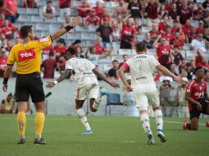 Com 2 de Bruno Henrique, Flamengo vence o Furacão e se isola na liderança