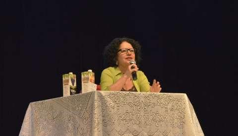 Revoltada com censura, Viviane Mosé lembra que a arte não tem limite