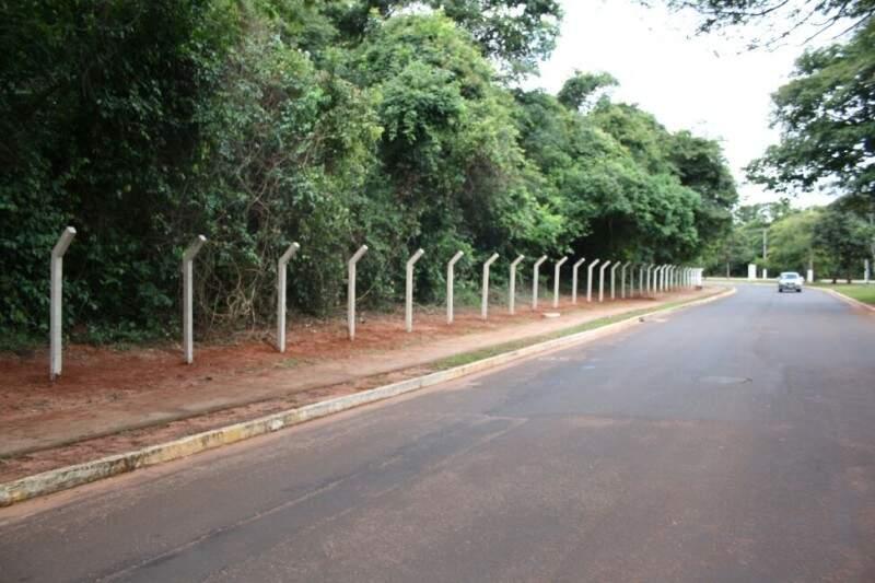 Para população, cercas sem proteção tiram beleza e colocam animais em risco (Foto: Marcos Ermínio)