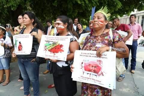 Briga entre índios e deputados sobre boicote a produtos encerra sessão