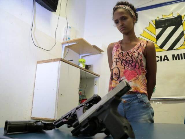 Luciene receberia R$ 1 mil pelos transporte. Cada arma custa em média R$ 6 mil no mercado negro (Foto: Marcos Ermínio)