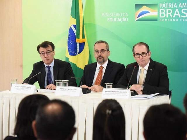 Ministro Abraham Weintraub e secretários apresentaram balanço de adesões em Brasília (Foto: Luis Fortes/MEC)