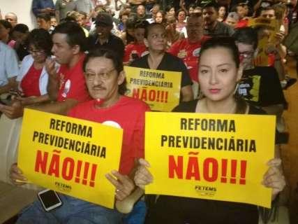 Sem consenso, sessão é encerrada e Assembleia adia votação da reforma