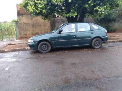 """""""Sem casa"""", José Inácio enfrenta frio e chuva dormindo no carro"""