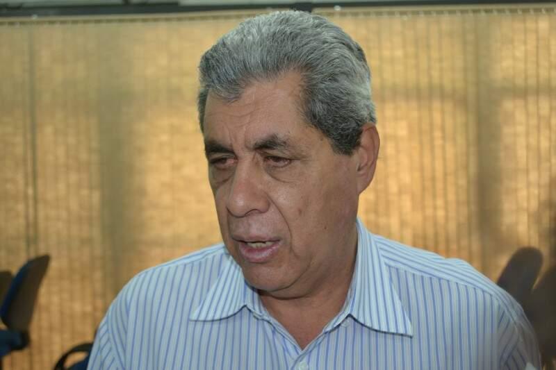 Governador entrega assinaturas para campanhas que visam tornar as leis mais rígidas contra o combate ao crime (Foto: Cleber Gellio)