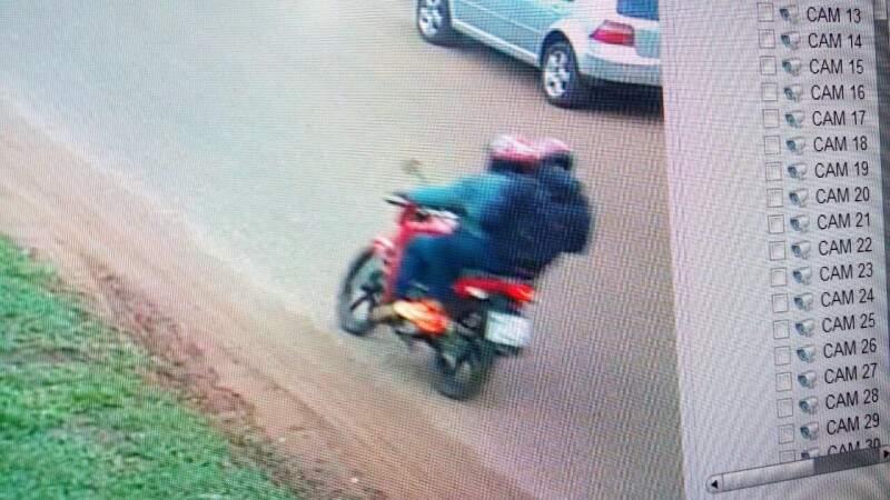 Dupla em moto foge após atirar em agente penitenciário (Foto: Divulgação)