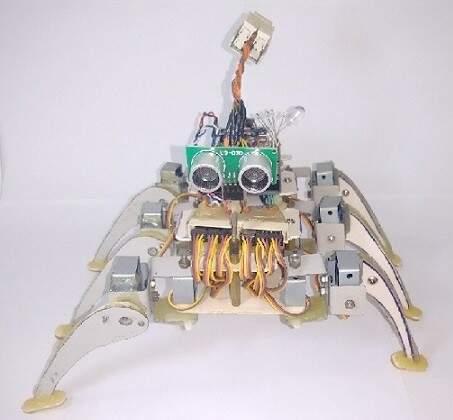 """Robô """"Guardião"""", fabricado com lixo eletrônico (Foto: Divulgação)"""